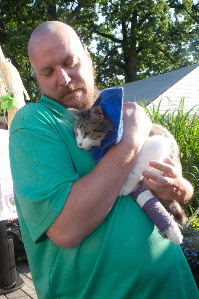 This Cat Had Broken Legs, Hip Fractures, A Collapsed Lung… And A Trucker Who Saved His Life