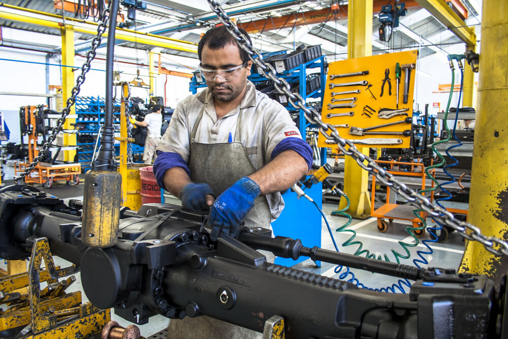 Global Parts Shortage Slows Heavy-Duty Truck Production